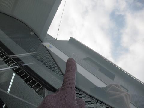 フロントガラスのひび割れ傷は、交換よりも修理で直すのが一番!