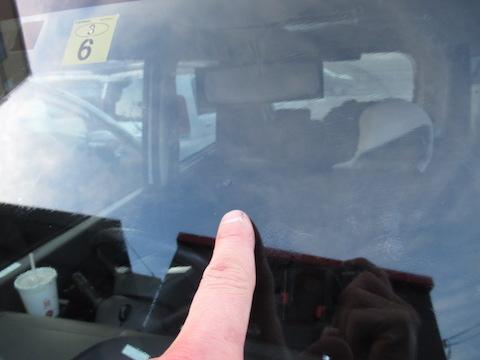 フロントガラスのひび割れ、複数直しても大丈夫です!