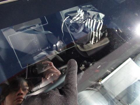 フロントガラスは寒さでヒビが伸びます!早急な修理がオススメ!