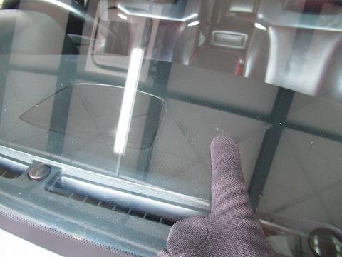 フロントガラス修理、500円玉までなら15,000円で修理可能!