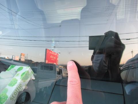 トラックのフロントガラス修理も1時間のピットインでお任せ!