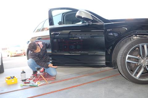 輸入車のドアパンチ被害のヘコミ修理もデントリペア!