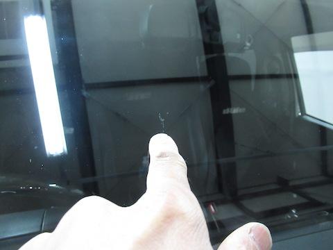 ハイエースのフロントガラスのひび割れは直ります!