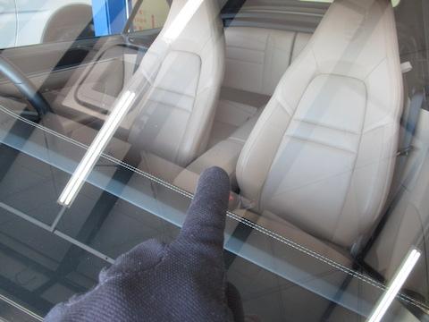 ポルシェのフロントガラスひび割れも修理可能!