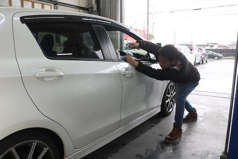 愛着ある車のエクボ修理はデントリペアで直す!