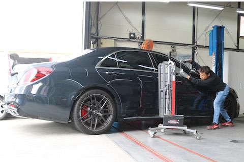 高級車のヘコミ修理、査定に影響しない方法!