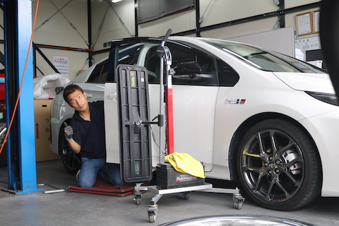 車のヘコミ修理の相場より破格のデントリペアがオススメ!