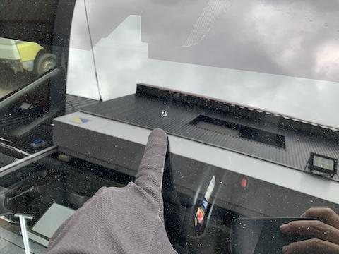 フロントガラスヒビ割れは交換必要なくて直せます!