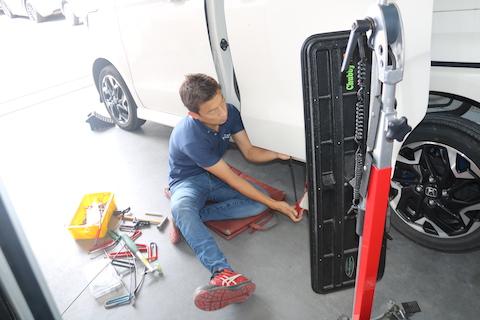 車のプレスラインの潰れ・ヘコミでも塗装なしで即時修理!