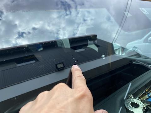 ラングラーのフロントガラスよく割れます。修理は可能です!