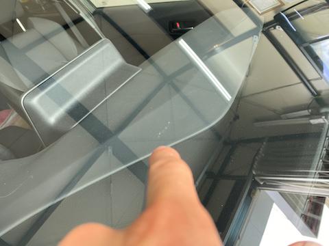 出張・旅行先でフロントガラス割れ!45分〜立ち寄って直ります!