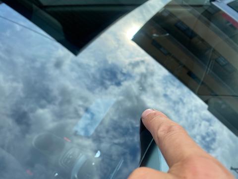 500円玉超える大きさ・傷が2箇所、フロントガラス修理お任せ!