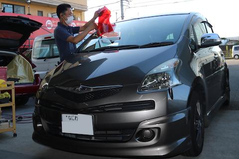 車のガラス修理は当日予約可能なデントスマイルでお任せください!