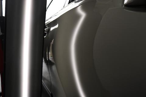 ドアパンチでできたヘコミはデントリペアで綺麗に修理