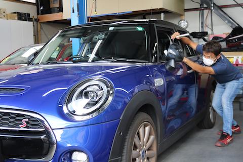 BMWミニのヘコミが短時間で綺麗に直る技術!