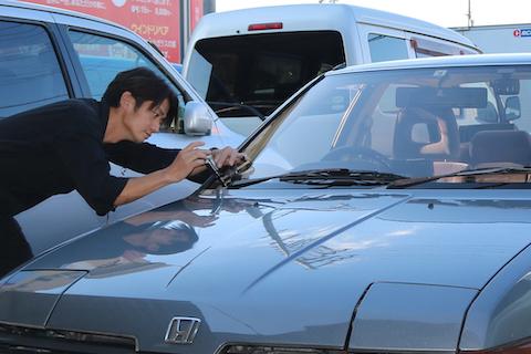 車検できないと断られたガラス割れを修理し車検合格!