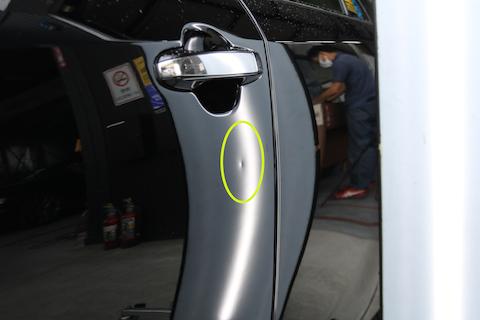 車のこすり傷とドアパンチのヘコミを同時に直す!