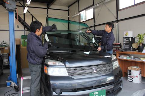 ボクシー AZR60 フロントガラス 交換