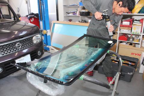 キューブ フロントガラス 修理 交換