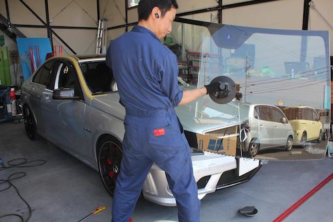 ベンツ ベンツ AMG C63 フロントガラス  交換