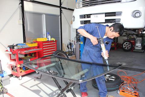 ベンツ AMG C63 フロントガラス  交換