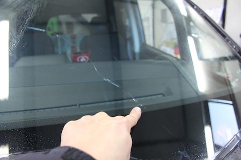 ステップワゴン フロントガラス 飛び石 交換