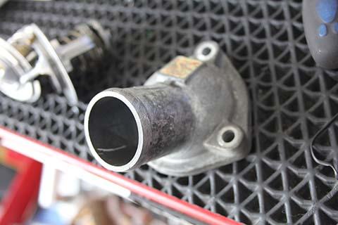 セレナ ラジエーター 冷却水 漏れ