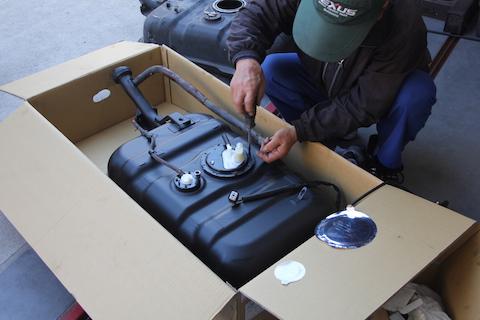 燃料タンク サビ 燃料ポンプ 交換