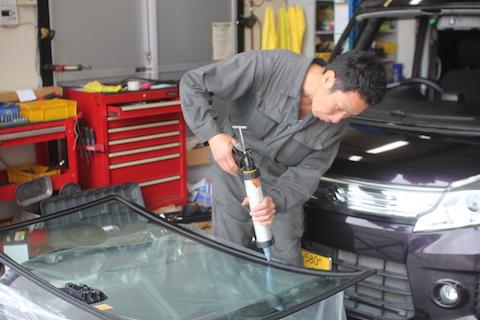 スペーシア フロントガラス 飛び石 修理 交換