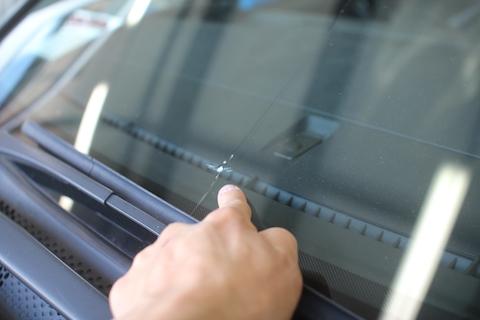フロントガラス 飛び石 修理 交換 ステップワゴン