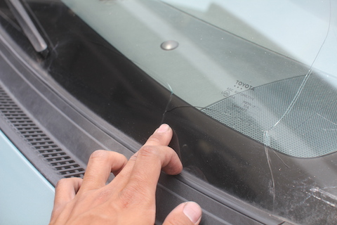 プリウス フロントガラス 飛び石 修理 ガラス交換