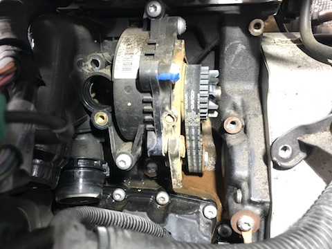 Audi A4 ウォーターポンプ 交換 冷却水 漏れ