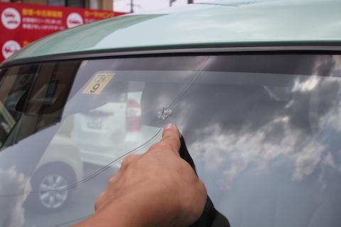スペーシア フロントガラス 飛び石 交換