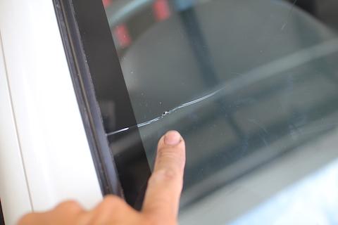 ジムニー フロントガラス 飛び石 修理 交換