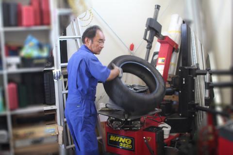 VOXY タイヤ 交換 ひび 割れ