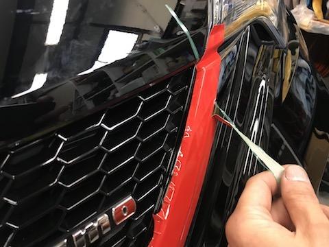 グリルのメッキは、塗装よりカーラッピング