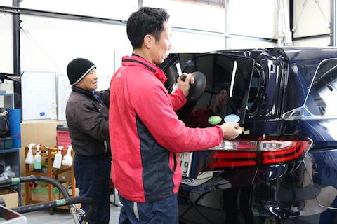 大阪で車の大きなヘコミ修理も、料金お任せください。