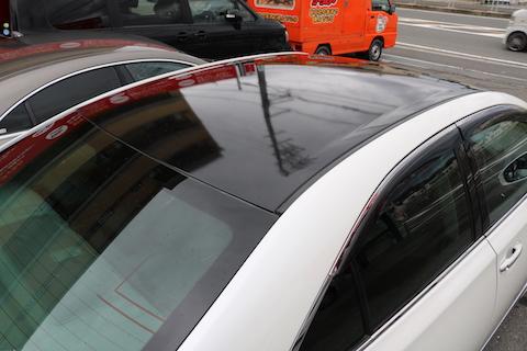 カーラッピングでルーフをブラックにして、車をスリム化!
