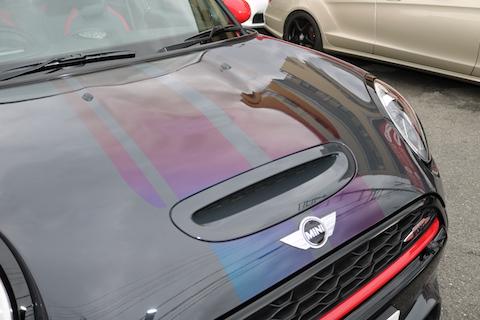 新色カーラッピングで、レーシングストライプ!貼り方を紹介