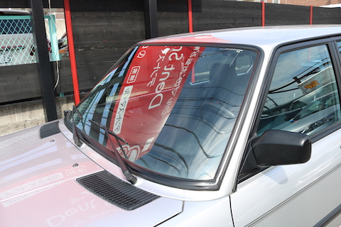 BMW M535i (E28) をカーラッピングでブラックアウト!