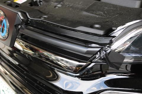 新型ヴェルファイアのメッキをブラックアウトでオリジナルデザイン!
