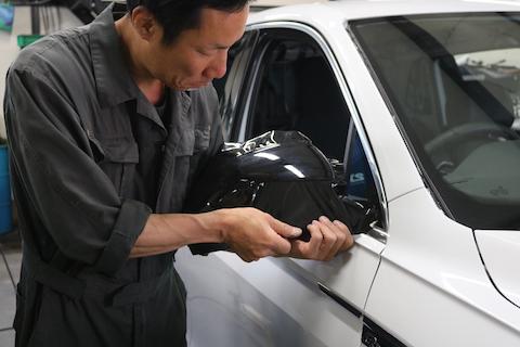 車のルーフを塗装せずにグロスブラックに変身する方法!
