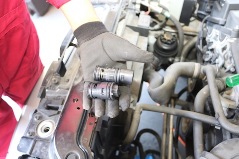 BMWのラジエターサブタンクの水漏れ修理!