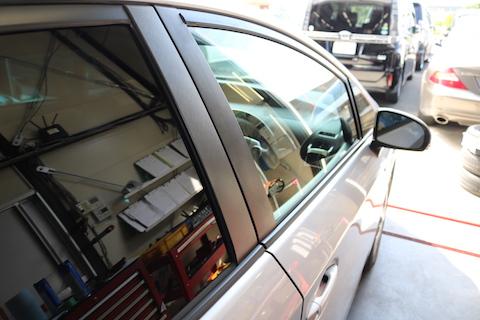 車のドア交換、中古パーツを使ってお財布に優しく即日施工!