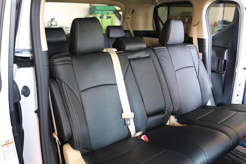 車のシートカバー取り付けもお任せください。