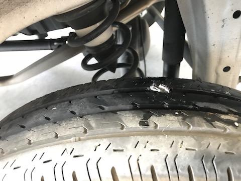 自動車のタイヤパンク修理、緊急時も対応しております。