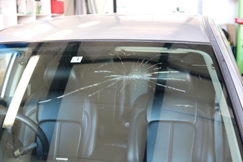フロントガラスが割れた!ヒビが伸びた!お得なガラス交換をご紹介!