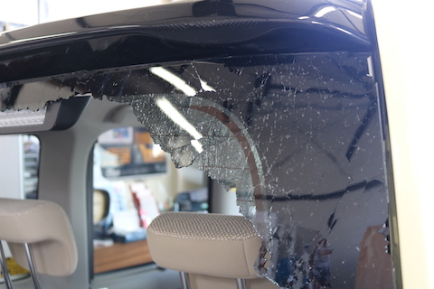 リアガラス破損したら、デントスマイルいつでも受入します!