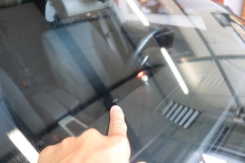 BMWのフロントガラスを最小限のご負担で交換!しかも断熱効果!!