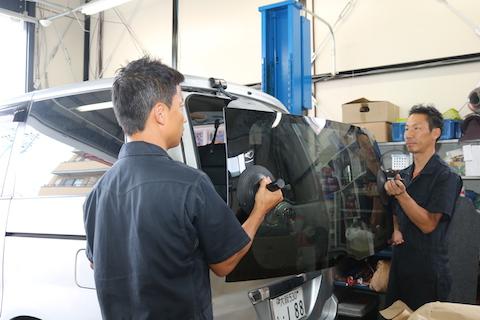 台風被害でリアガラス破損。品薄ガラスも優良品で交換可能!